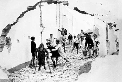 3.-Henri-Cartier-Bresson,-Seville,-Spain,-1933CreditoBressonMagnum