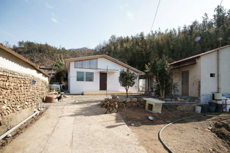 Low-Cost-House-1-JYA-Architects_dezeen_Hwang-hyochel_468_14
