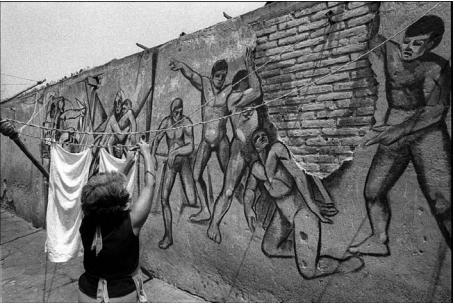 Contexto patio murales, Pedro Meyer 1979