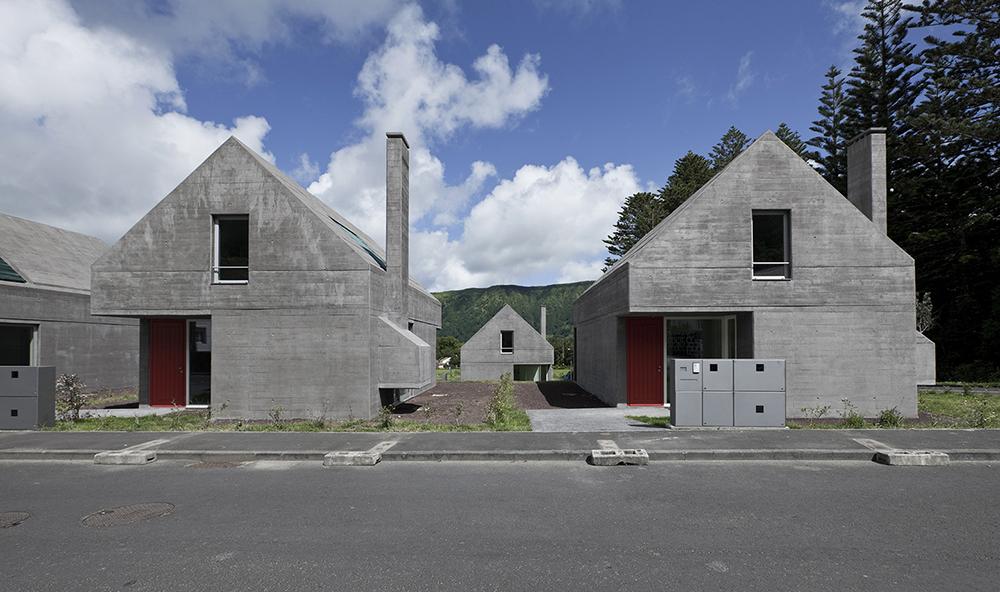 Eduardo Souto de Moura y Adriano Pimienta, Proyecto 27 viviendas en siete ciudades (2011). ©Luís Ferreira Alves