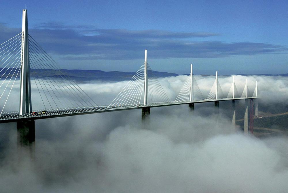 Foster + Partners, Viaducto de Millau (2004). Tomada del sitio web del despacho