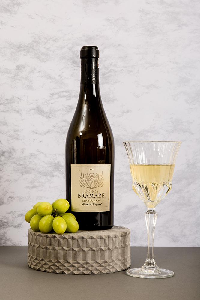 La Europea, Elegancia y excelencia: 8 vinos imprescindibles (2016). © Chroma Inc. Fotografía: René Enriquez. Dirección de arte: Edna Pedraza