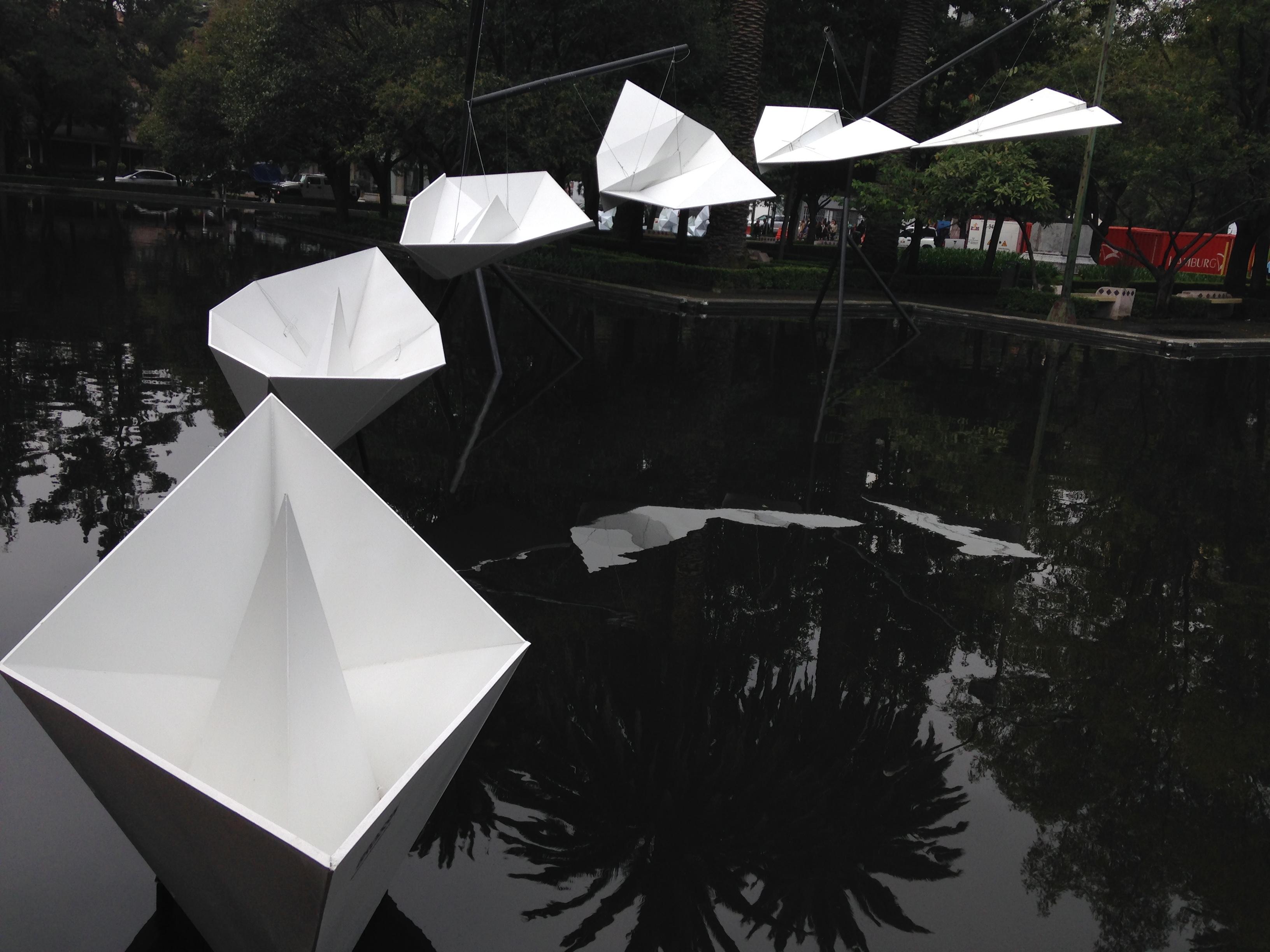 Estructuras Efímeras en Design Week México (2015). Imagen tomada de inreallifeirl.wordpress.com/