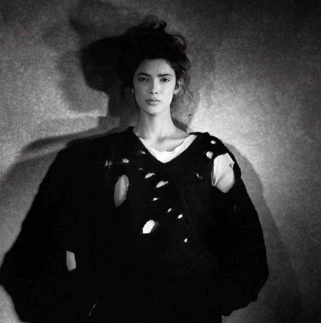 Rei Kawakubo, Comme des Garçons - Destroy SS1982 (1982). © Peter Lindbergh