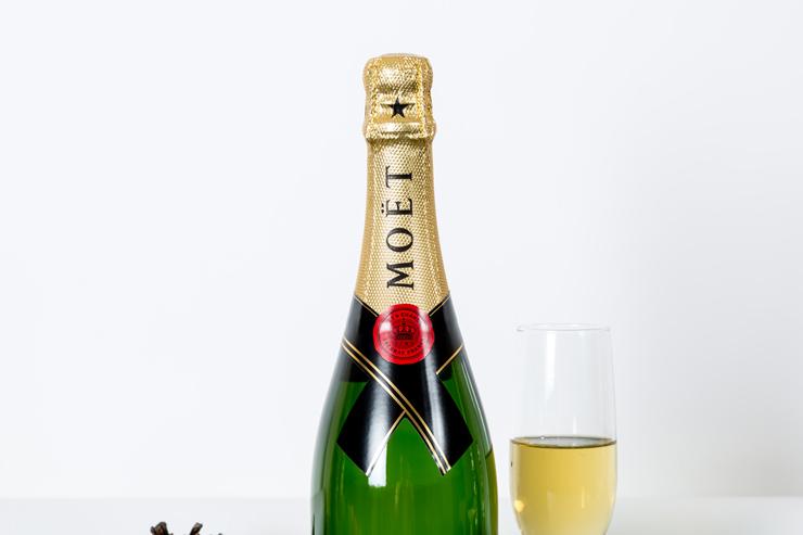 La Europea, 5 bebidas para festejar en diciembre (2016). © Chroma Inc. Fotografía: René Enriquez. Dirección de arte: Edna Pedraza