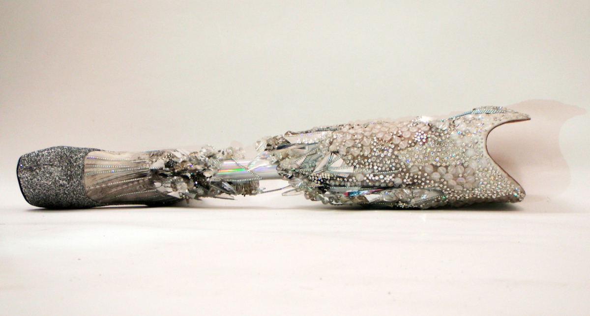 swarovski-london-2012-crystallized-leg-paralympic-viktoria-modesta-the-alternative-limb-project