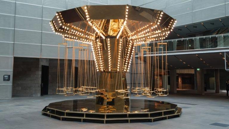 Carrusel con luces amarillas. Carsten Höller en el Museo Tamayo.